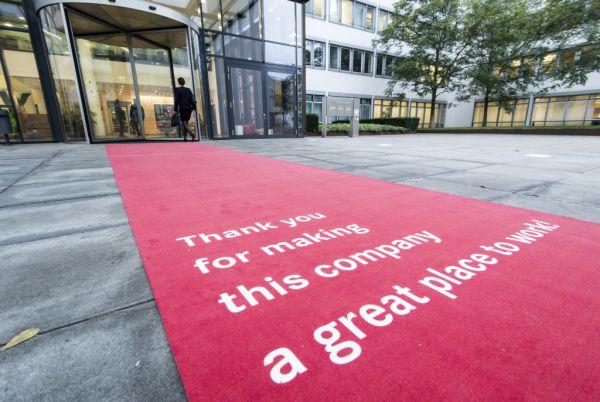 Daimler Financial Services gehört zu den 5 attraktivsten Arbeitgebern weltweit ; Daimler Financial Services belongs to the 5 world's best employers;
