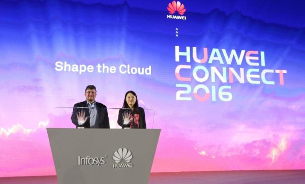 Diana Yuan and Richard Longo jointly announce the new solution (PRNewsFoto/Huawei)